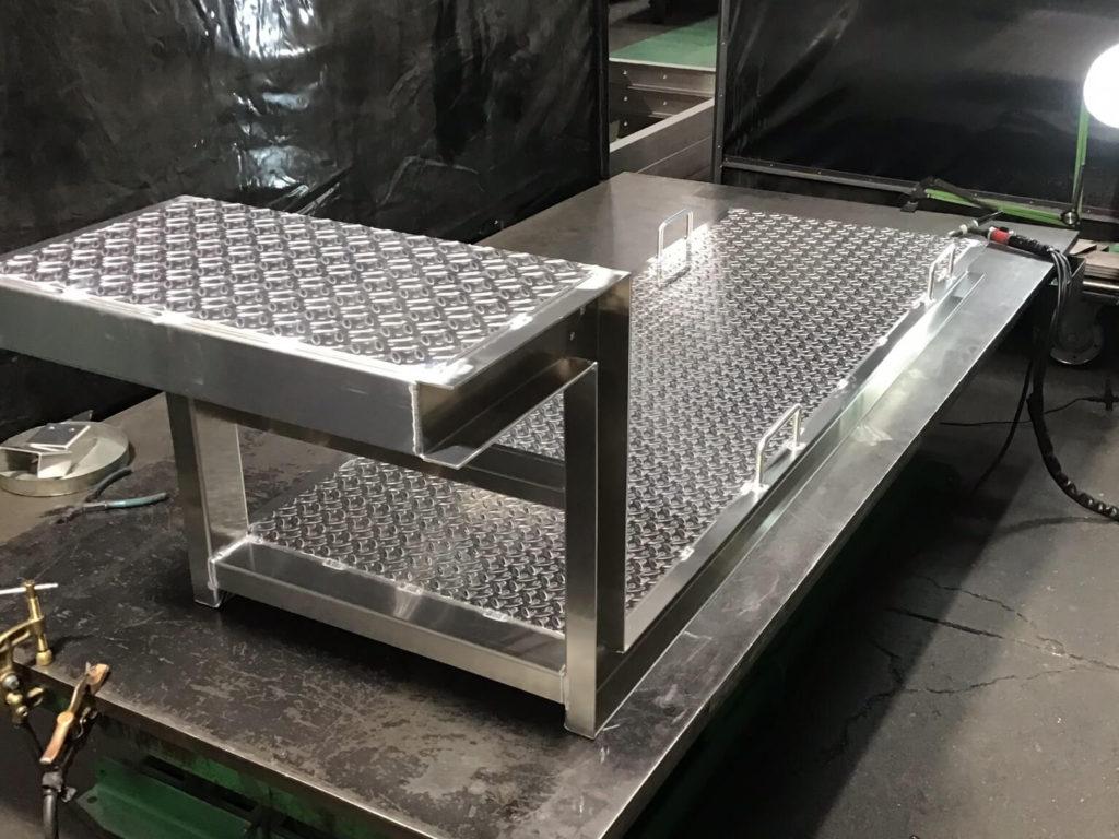建設機器製造工場用炉内点検デッキ